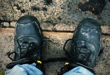 Best Work Boots For Roofing: Stay Away From Foot Pain And Injury At Construction Site