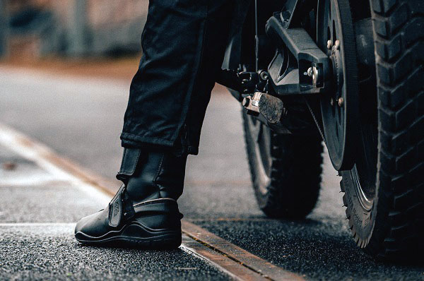 best motorcycle boots for wide feet